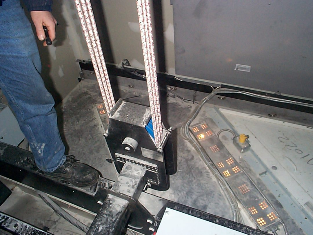 Elevator design with plastic sheaves and Kevlar roping